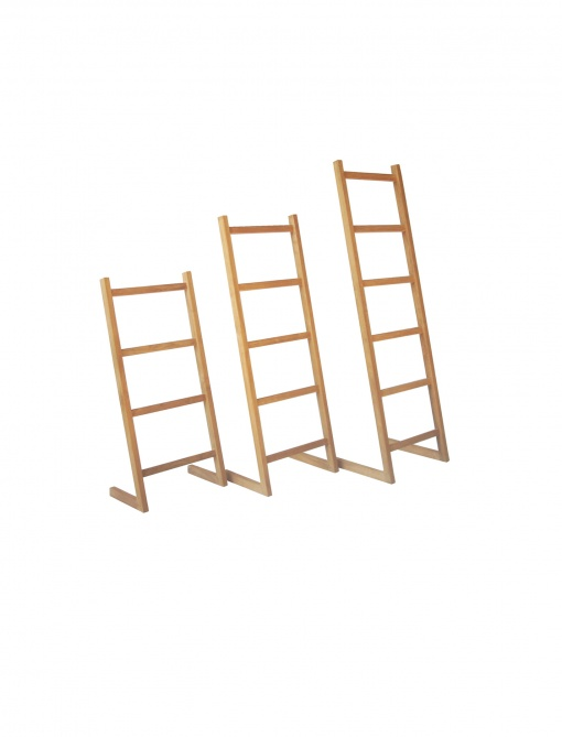 Teak_Bath_and_Spa_Towel_stand_ladder_with_feet